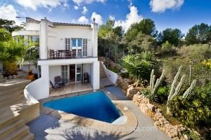 Villa con piscina cerca del campo de golf en Son Vida