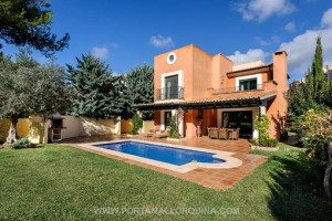 Casa muy idílica está ubicada al lado del campo de golf en Santa Ponsa.