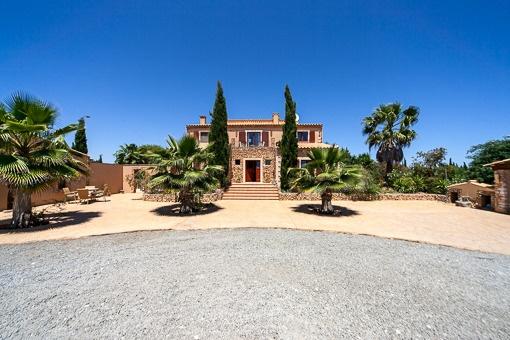Finca en solar generoso con vistas lejanas fantásticas y casa de invitados cerca de Felanitx