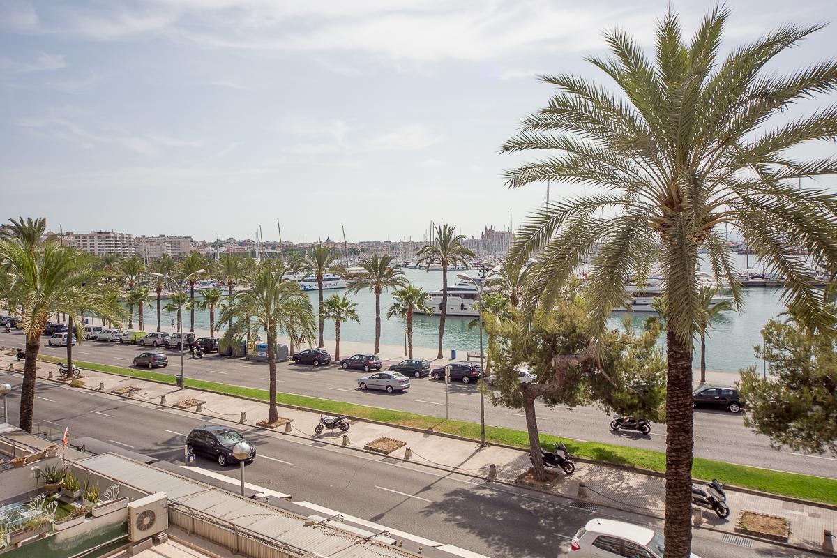 Piso moderno junto al mar con vistas al puerto de Palma