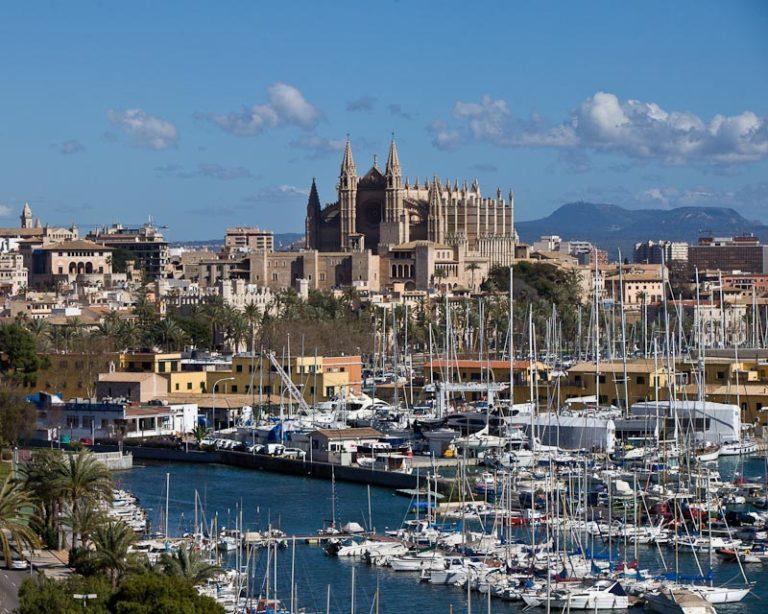 La parte occidental de Palma ofrece fantásticas vistas del casco antiguo y la catedral. Debido a la gran demanda, Porta Mallorquina abre una segunda tienda inmobiliaria allí.