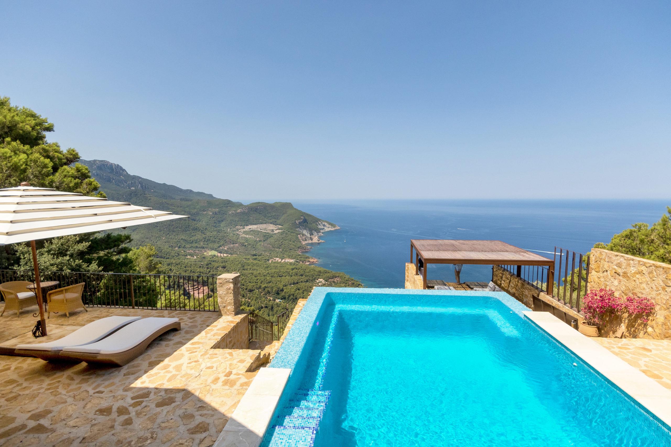 Una vista al mar de primera clase se paga significativamente más alto. Y las propiedades con piscina también son más caras que las propiedades sin piscina.