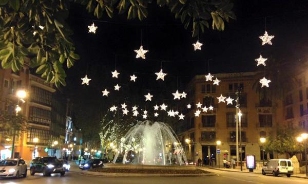 Durante la epoca navideña Palma esta alegremente decorada.