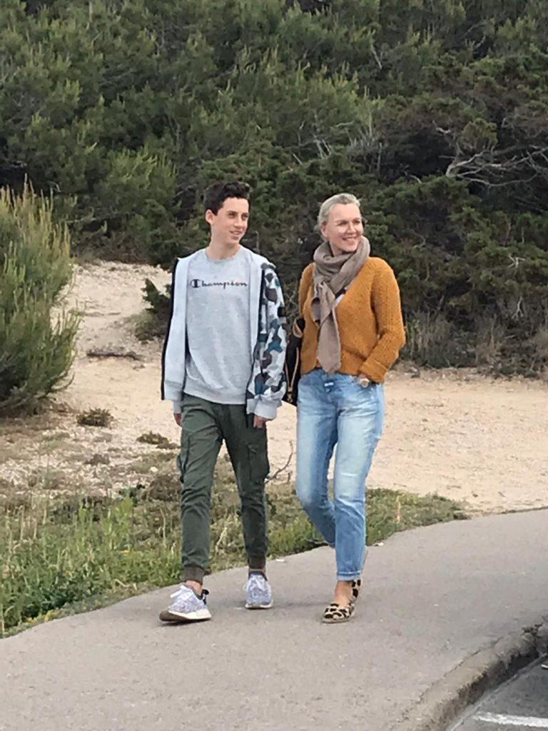 Daniela Altenbeck con su hijo Paul, que ha empezado en la escuela internacional este año.