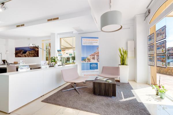 La oferta para la adquisición de la licencia de franquicia Southwest II también incluye los muebles de la tienda inmobiliaria.