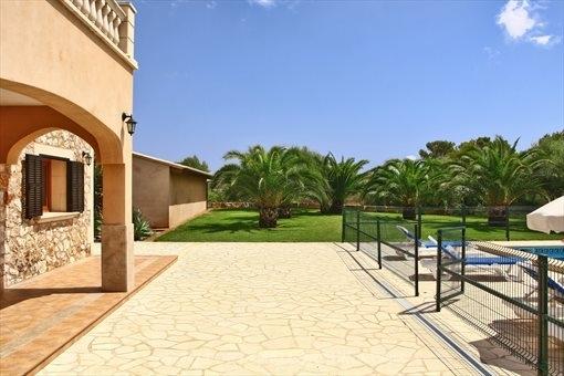 Casa de campo en Es Llombards con piscina