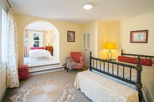 Uno de cuatro dormitorios espaciosos