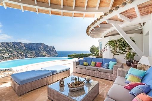 Fabulosa villa de arquitectura original con vistas panorámicas al mar en Puerto de Andratx