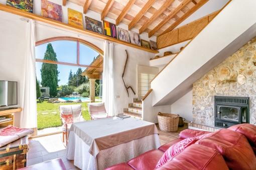 Sala de estar con vistas al jardín