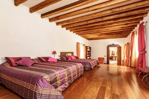 Dormitorio con 2 camas dobles