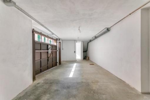 Garaje con puerta electrónica