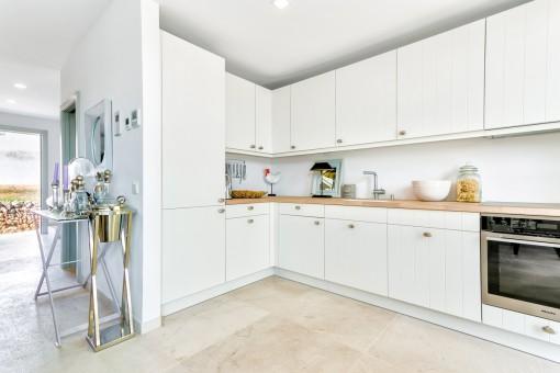 La cocina moderna está equipada con buenos electrodomésticos
