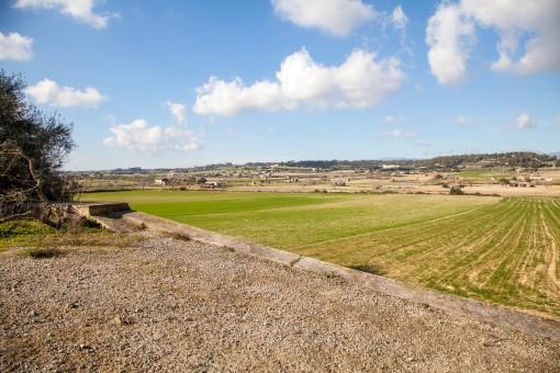 Terreno con la posibilidad de construir 2 casas y vistas fantásticas al paisaje y hasta la Tramontana