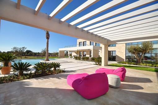 La propriedad ofrece un exterior especialmente bonito con varias terrazas