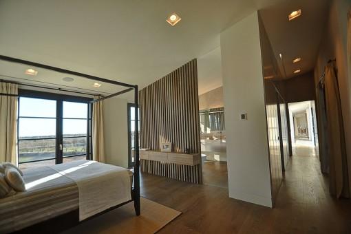 Hermoso dormitorio con mobiliario de alta calidad