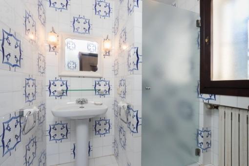 Uno de 4 baños con calefacción
