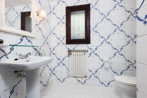 Todos los baños tienen baldosas mallorquinas