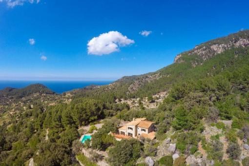 Clásica finca con vistas al mar y absoluta paz en las montañas de Estellencs