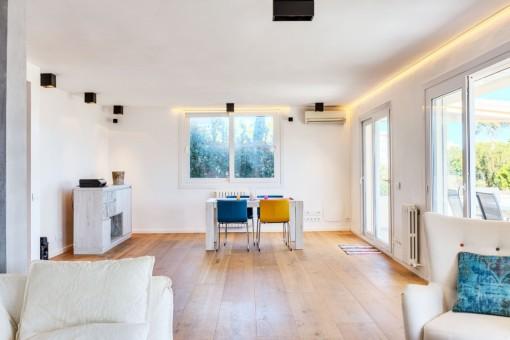 Abierta sala de estar y comedor