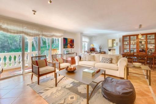 La sala de estar lleva a la maravaillosa terraza