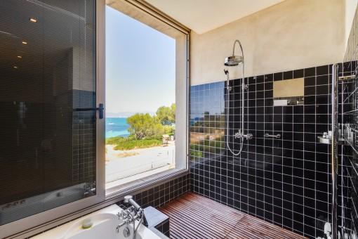 Fantásticas vistas al mar desde la ducha