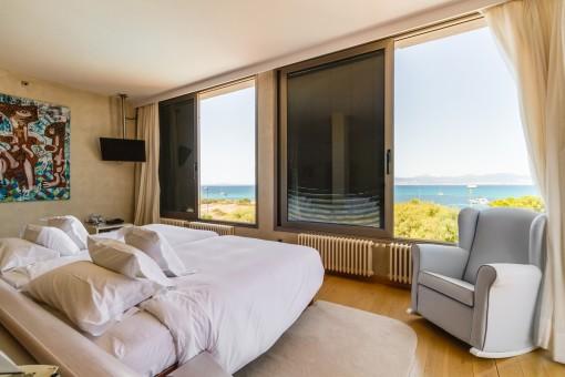 Dormitorio doble con vistas panorámicas al mar