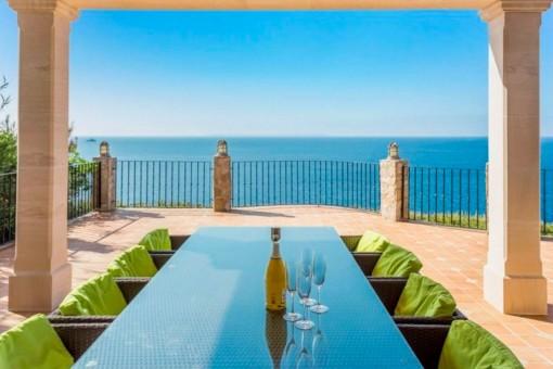 Terraza con comedor y fantásticas vistas al mar