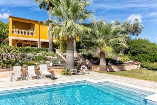 Casa de piedra junto a Selva con piscina, licencia para alquiler vacacional y un paisaje fantástico en Selva