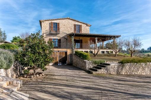 Casa de campo de piedra con casa de invitados y posibilidad de piscina en una zona idílica de Selva