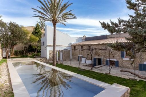 Gran casa en Selva bellamente reformada con piscina, garaje y un apartamento independiente