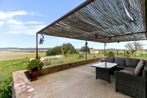 Espaciosa terraza con cómoda zona de relax