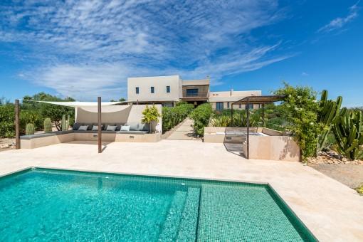 Casa de campo de diseño con vistas de ensueño y licencia de alquiler vacacional en Ses Salines