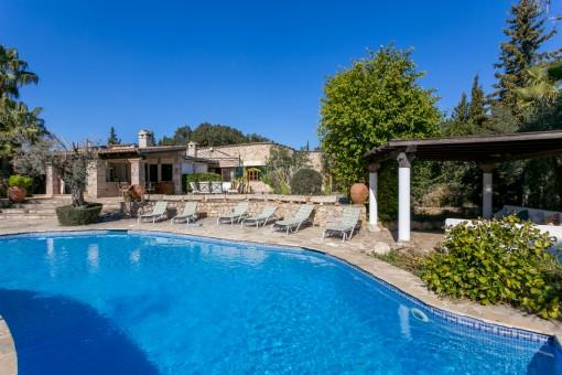 Elegante chalet en Pollença con piscina, casa de invitados y alquiler vacacional, cercano al campo de golf