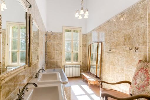 Baño soelado con bañera