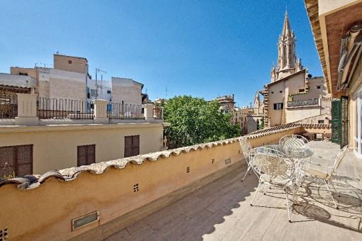 Espectacular apartamento con alojamiento extra para invitados y terraza grande en un palacio histórico - Can Amorós - en el corazón de Palma
