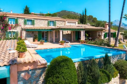 Finca mediterránea con piscina, casa de invitados y una vista fantástica en la mejor zona de Capdella