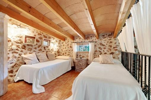 Galería con 2 camas