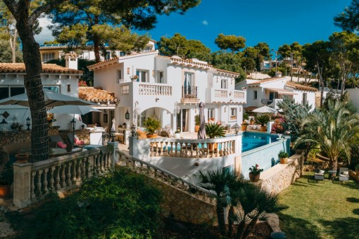 Chalet mediterráneo con casa de invitados separada y una bonita vista del puerto de Port Andratx