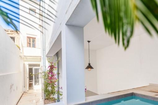 Céntrica casa de pueblo reformada con patio y piscina en Artà