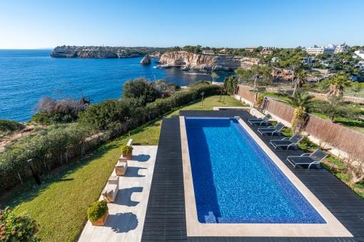Espectacular chalet en primera línea de mar con piscina infinita en una ubicación de ensueño de Cala Santanyí
