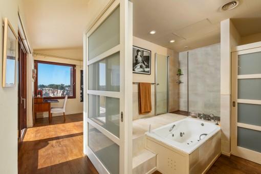 Vista al baño en suite