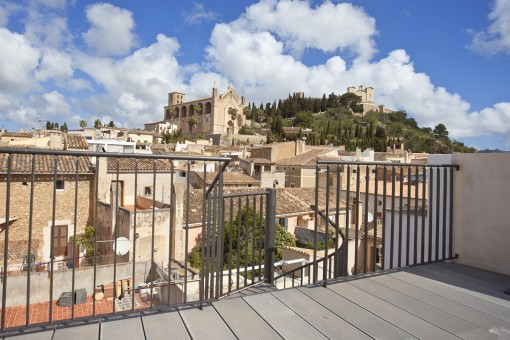 Casa adosada, con piscina, reformada al completo con mucho gusto y con fantásticas vistas a San Salvador en Artà