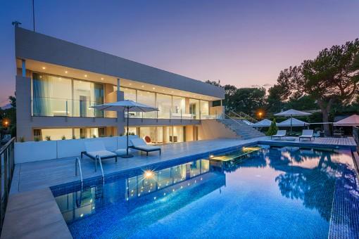 Vista a la villa desde la piscina