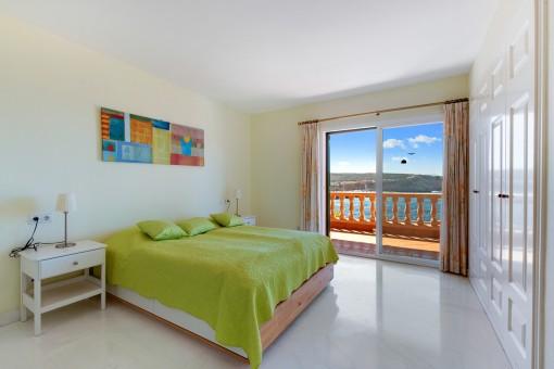 Dormitorio doble con vista al mar
