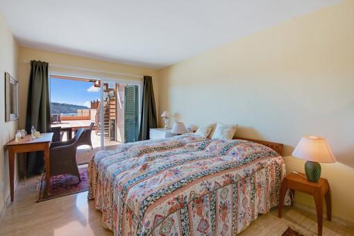 Dormitorio doble grande