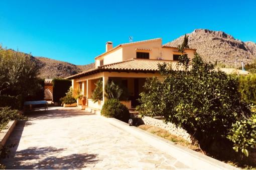 Finca en una tranquila zona residencial con piscina propia y terreno grande cerca del puerto de Pollença