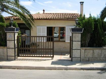 Casa con potencial cerca de la playa en Cala Llombarts
