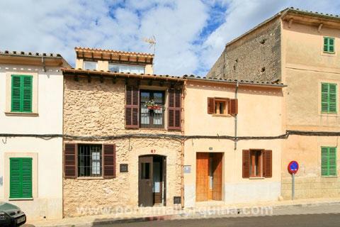 Histórica casa de pueblo con vistas panorámicas a las montañas