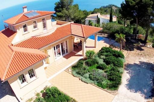 Maravillosa villa en mejor situación con vistas hacia la costa del nordeste