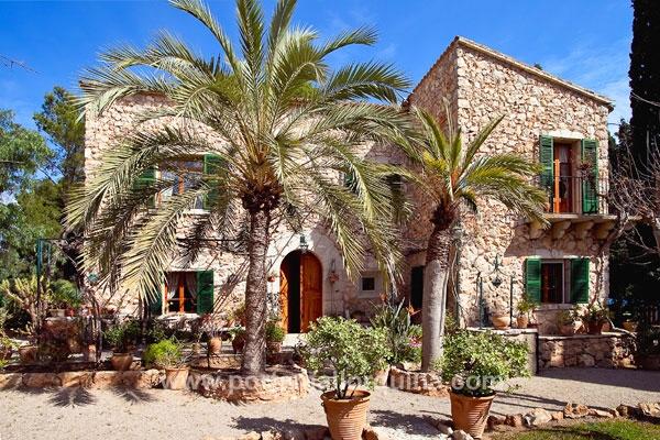 Fachadas de piedra rustica fachada rustica casas for Cocinas rusticas mallorquinas